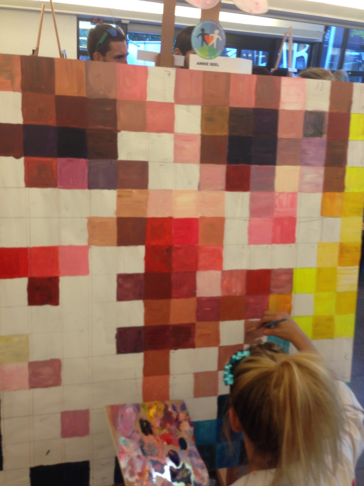 """Annie """"Rallyprinsessan"""" Seel målar för första gången …"""
