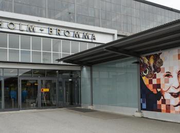 Catrine Näsmark ställer ut på Bromma flygplats. All Time High.
